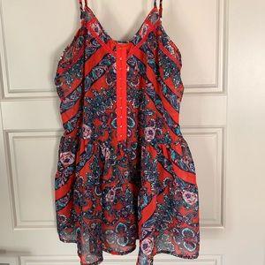 Sleeveless peplum style patterned shirt